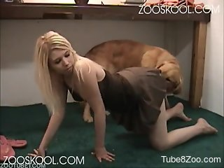 Slender playful blonde sucks a dog and husband in amateur best...
